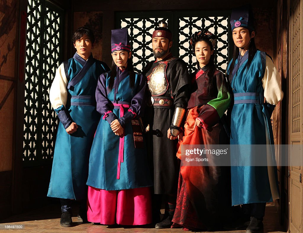 Ji Sung, Kim So-Yeon,Ji Jin-Hee, Lee Yoon-Ji, and Song Chang-Eui attend the SBS Drama 'The Great Seer' Press Conference at SBS Ilsan Production Center on November 16, 2012 in Goyang, South Korea.