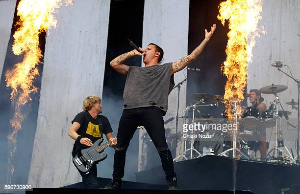Jia O'Connor and Winston McCall of Parkway Drive perform on Day 2 of Reading Festival at Richfield Avenue on August 27, 2016 in Reading, England.