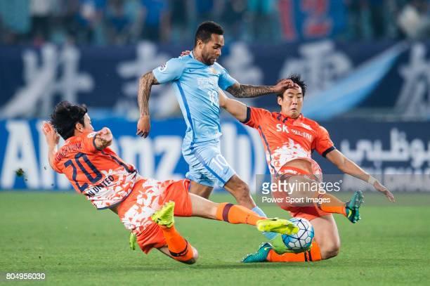 Jiangsu FC Forward Alex Teixeira in action against Jeju United FC Defender Cho Yonghyung and Jeju United FC Defender Kim Wonil during the AFC...