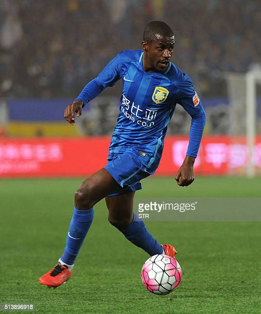 Jiangsu Suning's Ramires controls the ball during the Chinese Super League football between Jiangsu Suning and Shandong Luneng on March 5 2016 in...