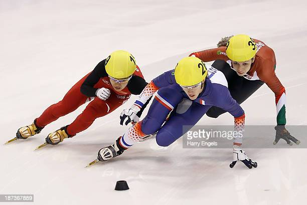 Jianrou Li of China Veronique Pierron of France and Rozsa Darazs of Hungary battle for position during the Women's 1000m preliminaries on day two of...