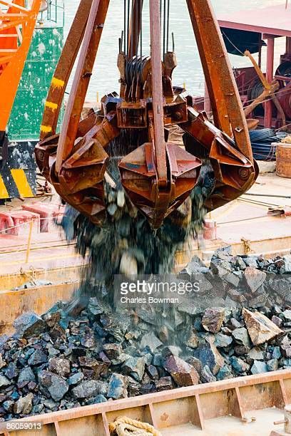 jib unloading a barge, hong kong, china - dredger stock pictures, royalty-free photos & images