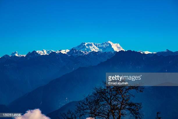 jigme singye wangchuck himalayan range, dochula pass, bhutan - dochula pass stock-fotos und bilder