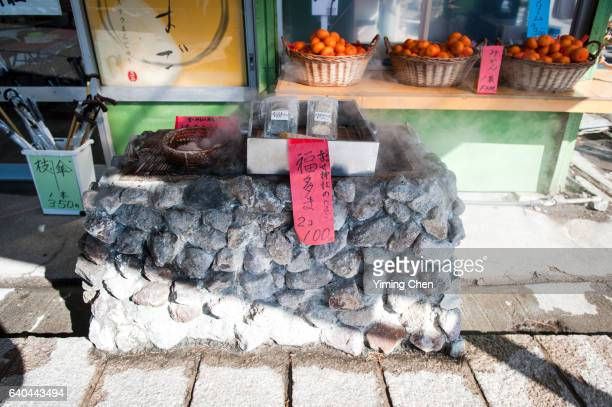 jigoku-mushikobo (hot spring steamed food) - 別府市 ストックフォトと画像