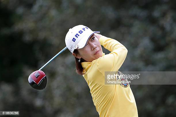 JiHee Lee South Korea plays a tee shot on the 5th hole during the final round of the YAMAHA Ladies Open Katsuragi at the Katsuragi Golf Club Yamana...