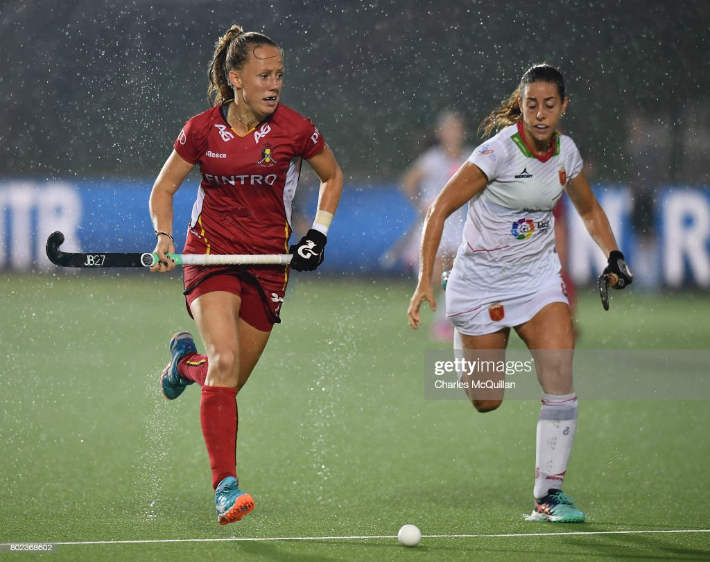 Jill Boon (L) of Belgium and Maria Lopez (R) of Spain during the FINTRO Women's Hockey World League Semi-Final Pool B game between Belgium and Spain on June 27, 2017 in Brussels, Belgium.