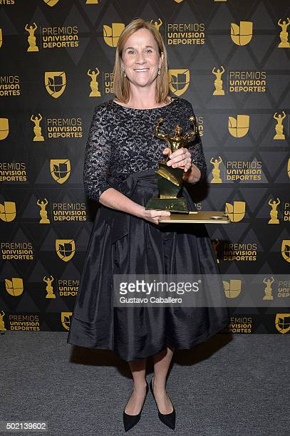 Jill Ellis head coach of the United States Women's National Soccer Team wins an award during Premios Univision Deportes 2015 at Univision Studios on...