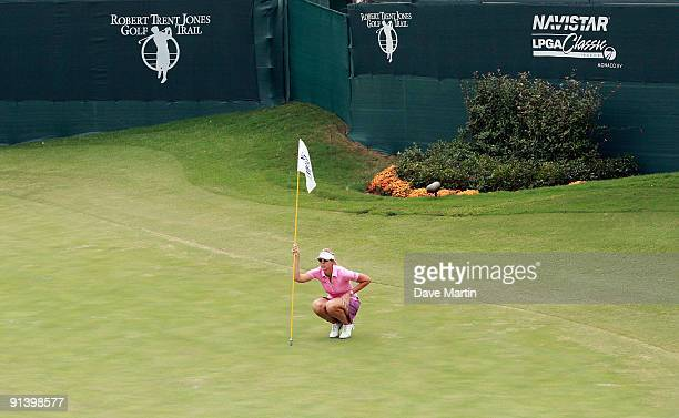 Jill McGill lines up her putt on the 18th green during final round play in the Navistar LPGA Classic at the Robert Trent Jones Golf Trail at Capitol...