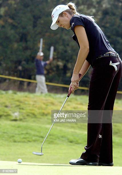 Jill McGill of the US putts on the second hole in the second round of the LPGA Nine Bridges Classic in Jeju Island 30 October 2004 McGill shot 137...