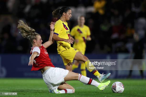Jill Roord of Arsenal battles for possession with Aitana Bonmati of Barcelona during the Pre Season Friendly match between Arsenal and Barcelona at...