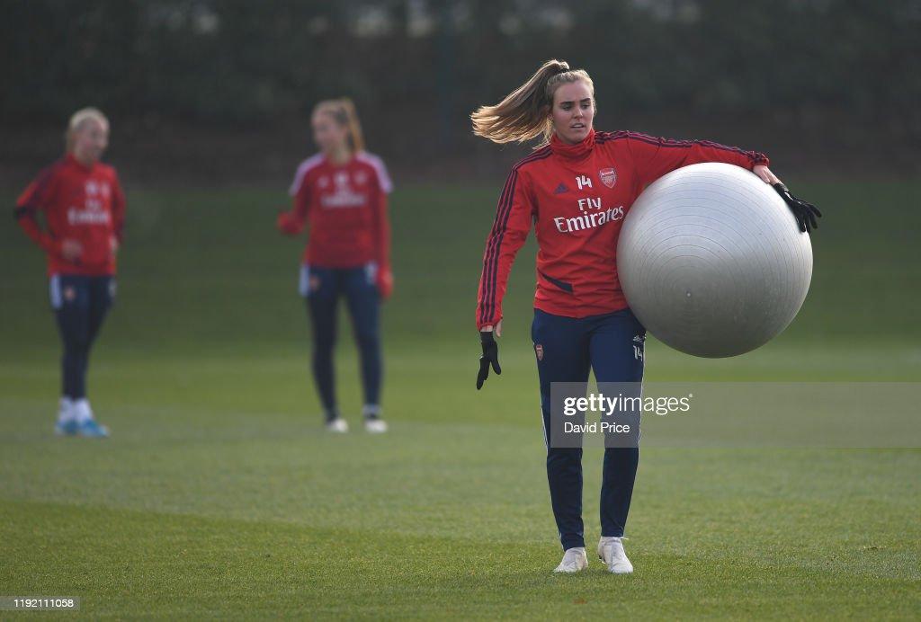 Arsenal Women Training Session : Nachrichtenfoto