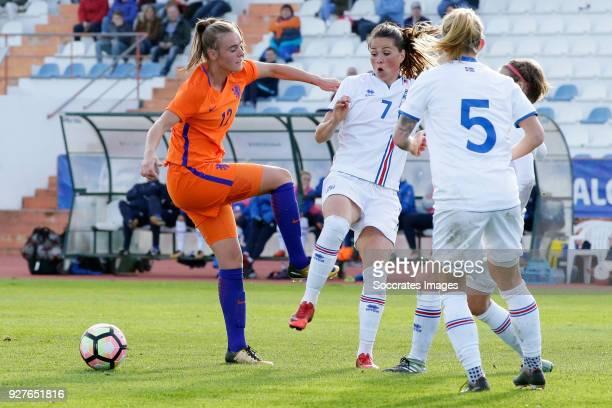 Jill Roord of Holland Women Sara Bjork Gunnarsdottir of Iceland Women during the Algarve Cup Women match between Iceland v Holland at the Estádio...