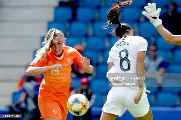 Jill Roord of Holland Women scores the first goal to make it 01 during the World Cup Women match between New Zealand v Holland at the Stade Oceane on...