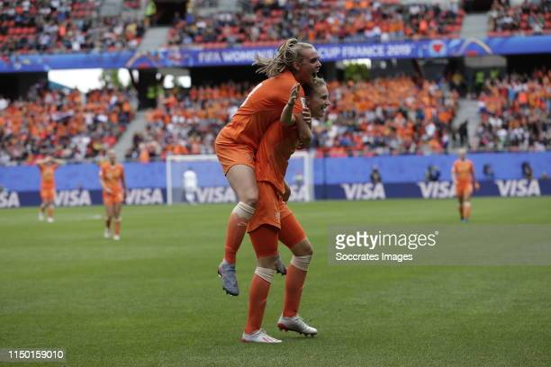 Jill Roord of Holland Women Vivianne Miedema of Holland Women during the World Cup Women match between Holland v Cameroon at the Stade du Hainaut on...