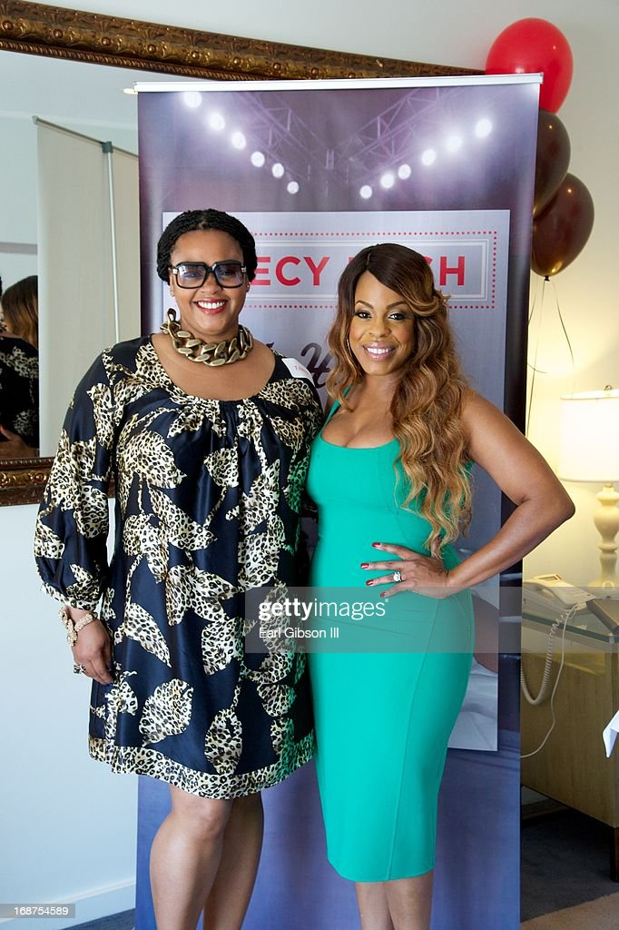 Jill Scott And Niecy Nash Pose For A Photo As Niecy Nash Celebrates News Photo Getty Images