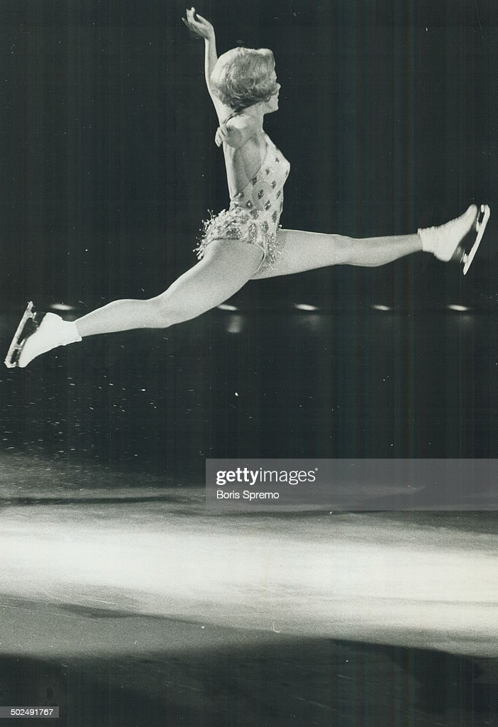 Jill Shipstad Sizzled last night in her role as sexport of the Ice Follies; which opened at the Mapl : News Photo
