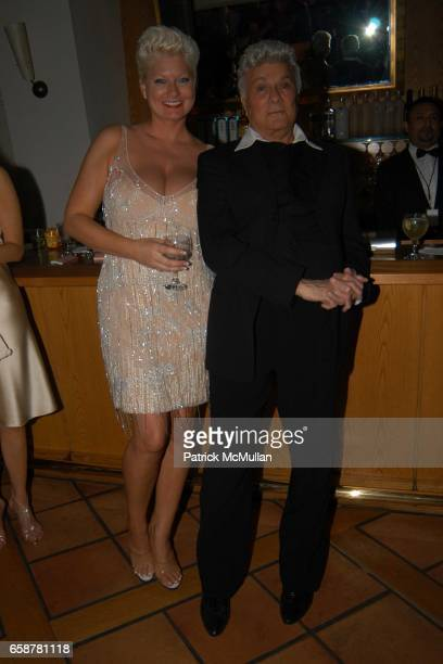 Jill Vandenberg and Tony Curtis attend the 2004 Vanity Fair Oscar Party at Mortons on February 29, 2004 in Beverly Hills, California.