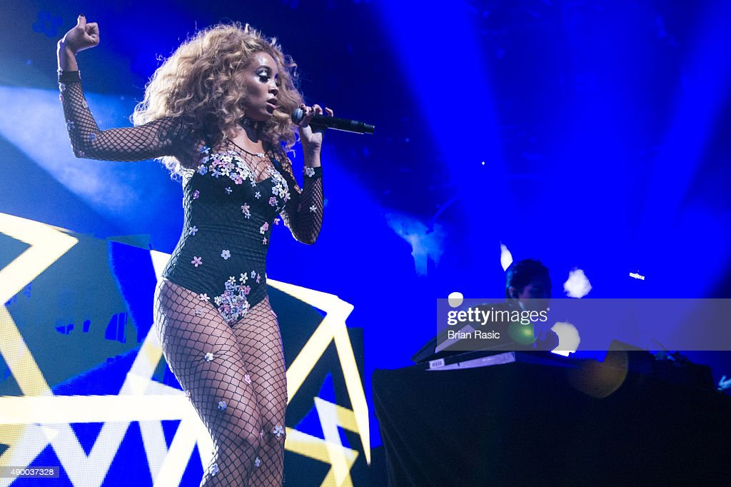 Jillian Hervey and Lucas Goodman of Lion Babe perform during the Apple Music Festival 2015 at The Roundhouse on September 25, 2015 in London, England.