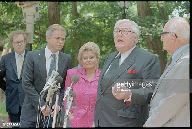 Jim and Tammy Bakker talking with attorney Melvin Belli