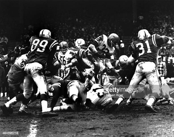 Jim Brown of the Cleveland Browns carries the ball during the 1964 NFL Championship game against the Baltimore Colts at Cleveland Stadium on December...