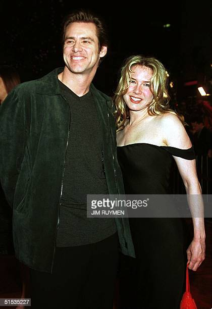 Jim Carrey who portrays the late comedian Andy Kaufman in the motion picture Man on the Moon arrives 20 December 1999 to the premiere of the film...