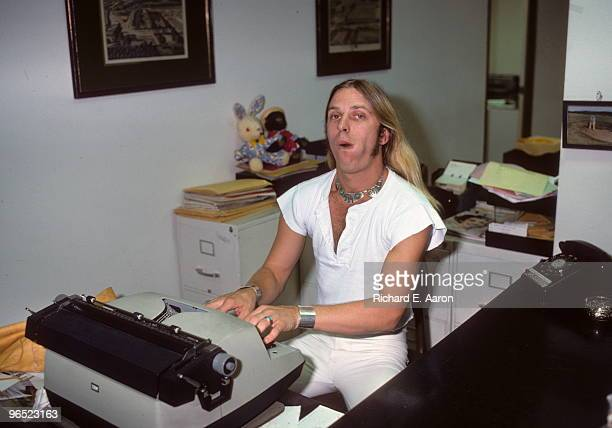 Jim 'Dandy' Mangrum from Black Oak Arkansas posed at a typewriter in New York in 1976