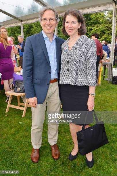Jim Grosvenor and Nina Barbaresi attend the Franklin D Roosevelt Four Freedoms Park's gala honoring Founder Ambassador William J Vanden Heuvel at...