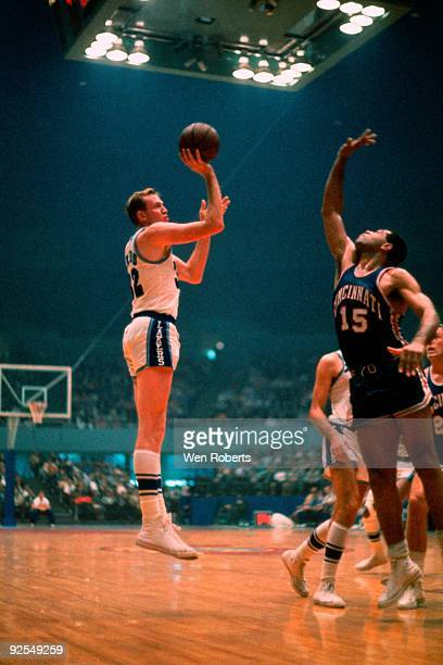 Jim Krebs of the Los Angeles Lakers shoots a jump shot against the Cincinnati Royals during a gamic in 1959 at The Great Western Forum in Inglewood...