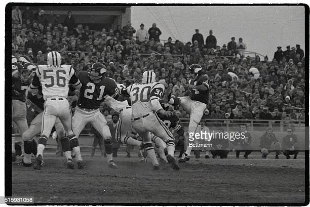 Jim Lindsey watches unsuccessful field goal attempt of teammate Fred Cox during second quarter action at Shea Stadium Nov 25th Jet Chuck Mercein is...