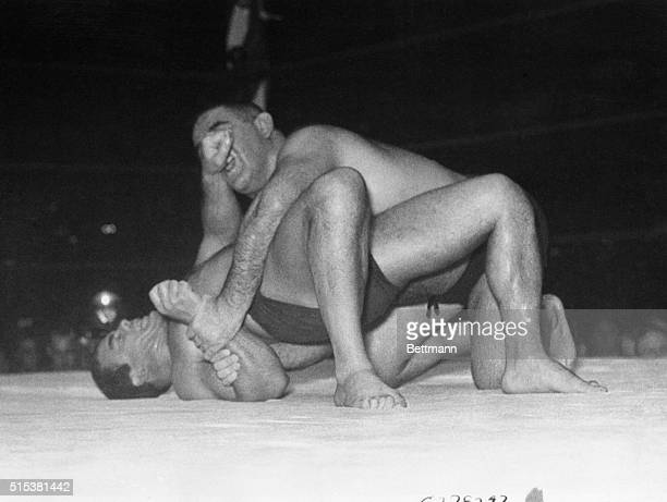 Jim Londos struggling to keep his shoulders from the mat with a strangle hold on the nose of Ed Lewis claimant to Londos' World's Heavyweight...