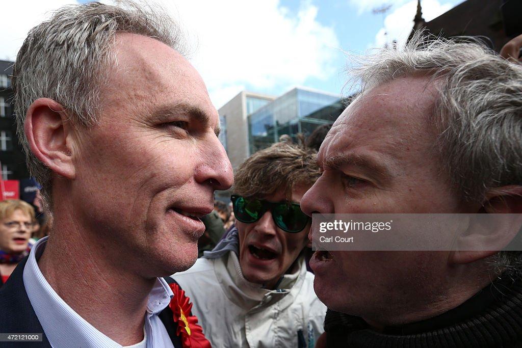 Comedian Eddie Izzard Joins Scottish Labour Leader Jim Murphy On Campaign Trail : News Photo