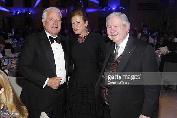 Jim Swartz Elena Ochoa Foster and Frank Bennack Jr at Royal Academy America Gala Honoring Norman Foster and Jenny Holzer at Hearst Tower on November...