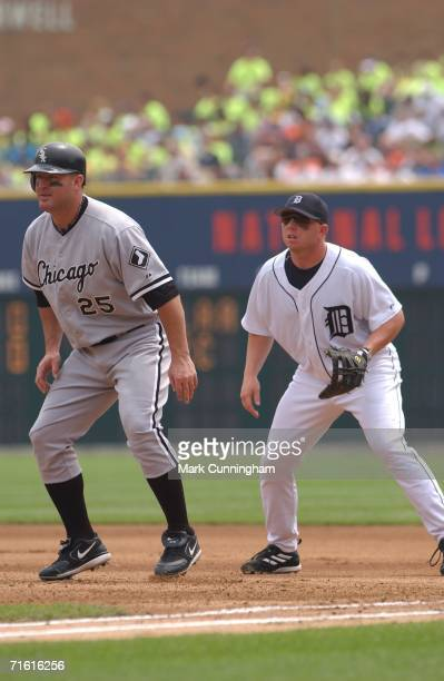 Jim Thome of the Chicago White Sox running while Chris Shelton of the Detroit Tigers fields during the game against the Detroit Tigers at Comerica...