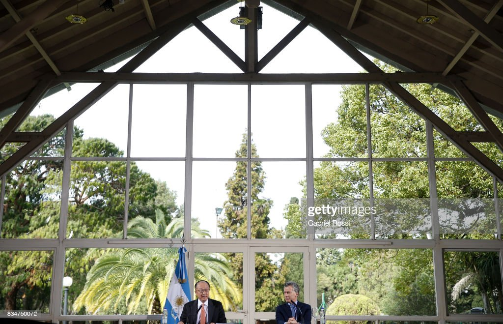 Jim Yong Kim President of The World Bank speaks with the President of Argentina Mauricio Macri during a press conference as part of the official visit of Jim Yong Kim President of The World Bank at Olivos Residence on August 17, 2017 in Olivos, Argentina.