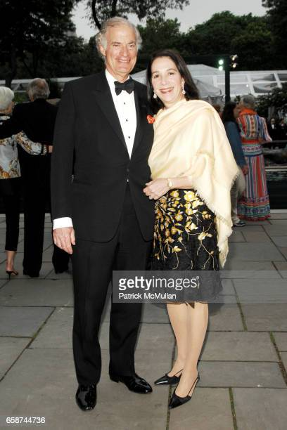 Jim Zirin and Marlene Hess attend the Wildlife Conservation Society's Central Park Zoo '09 Gala at the Central Park Zoo on June 10 2009 in New York...