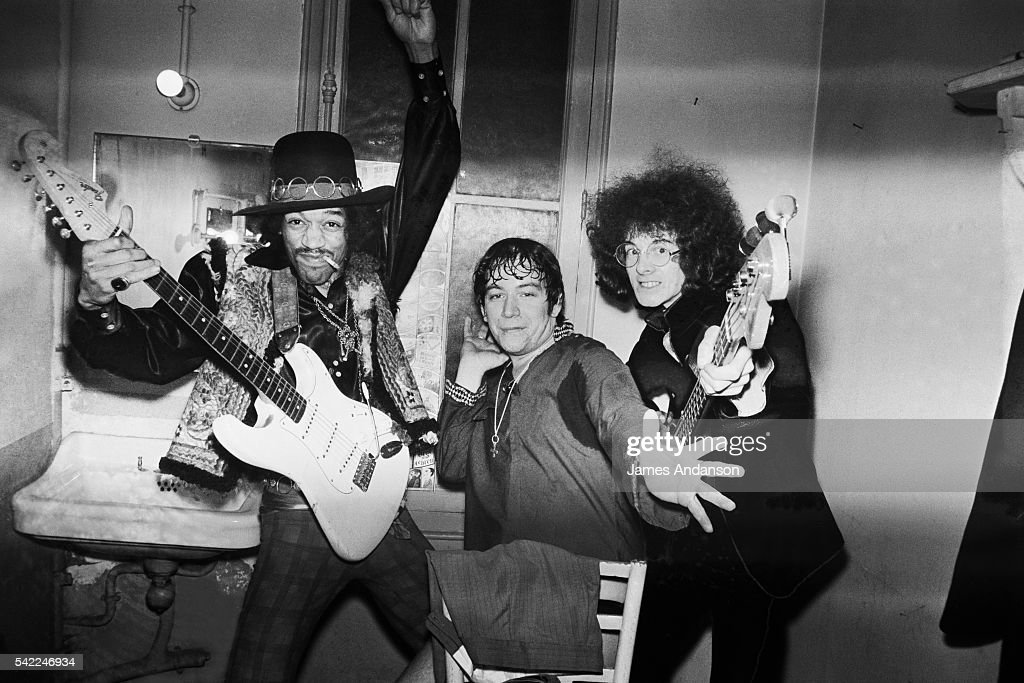 Jimi Hendrix Backstage at Olympia : News Photo