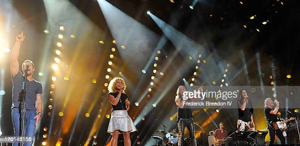 Jimi Westbrook Kimberly Schlapman and Karen Fairchild and Philip Sweet of the band Little Big Town perform with Sheryl Crow center at LP Field during...