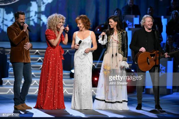 Jimi Westbrook Kimberly Schlapman of Little Big Town Reba McEntire Karen Fairchild and Philip Sweet of Little Big Town perform onstage for CMA 2017...