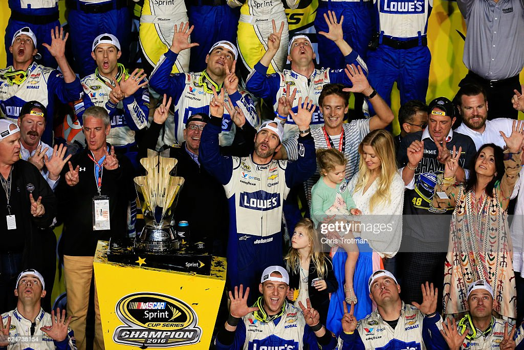 NASCAR Sprint Cup Series Ford EcoBoost 400 : News Photo