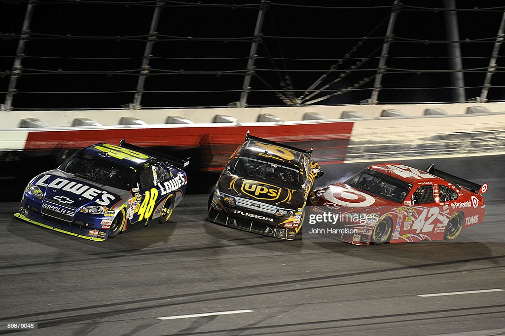 Jimmie Johnson Driver Of The Lowes Chevrolet Spins In Turn One With Nachrichtenfoto Getty Images