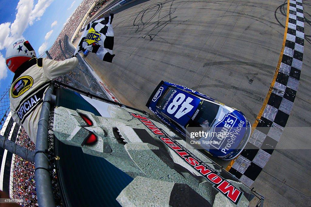 NASCAR Sprint Cup Series FedEx 400 Benefiting Autism Speaks : News Photo