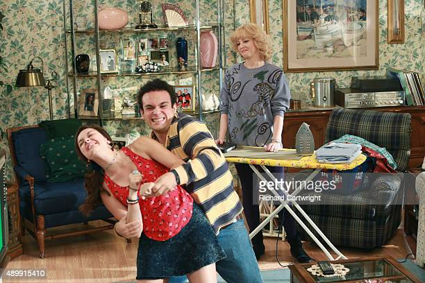 THE GOLDBERGS Jimmy 5 is Alive Murray attempts to help Adam transition into adulthood by building a robot but their creative differences drive them...
