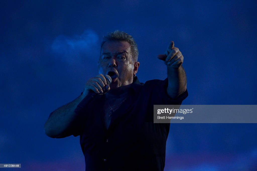 Cold Chisel Perform At The 2015 NRL Grand Final : News Photo