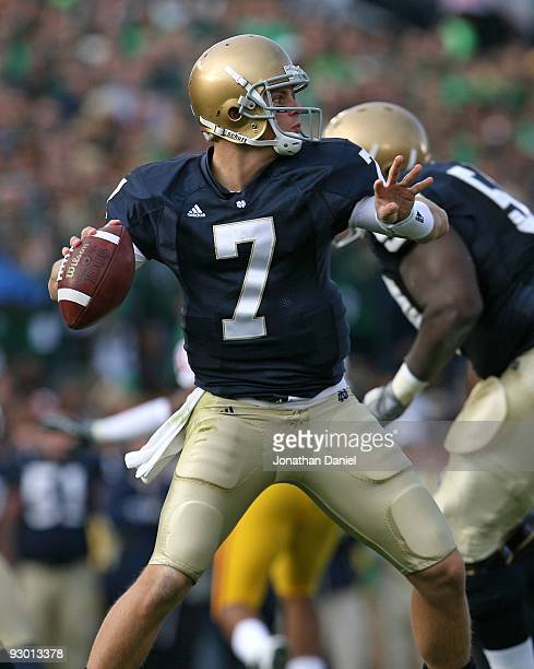 Jimmy Clausen of the Notre Dame Fighting Irish looks for a receiver against the USC Trojans at Notre Dame Stadium on October 17, 2009 in South Bend,...