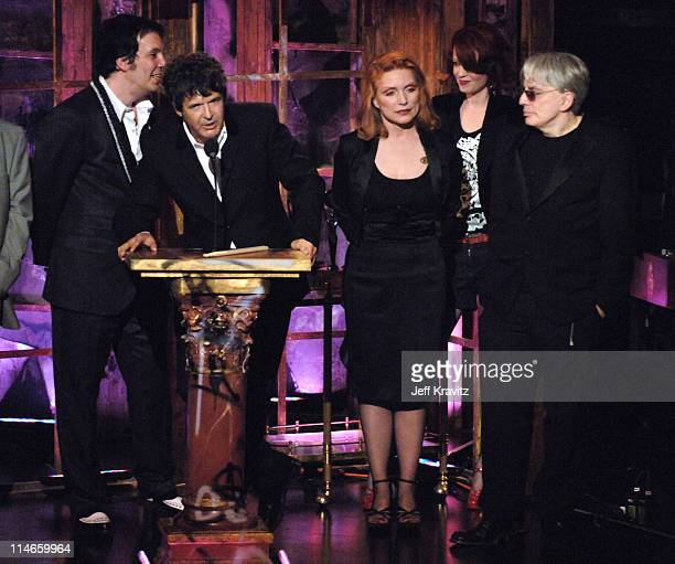 Jimmy Destri Clem Burke Chris Stein and Debbie Harry of Blondie inductees with presenter Shirley Manson