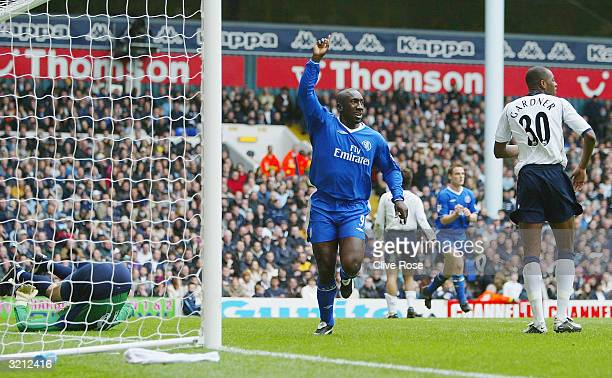 Jimmy Floyd Hasselbaink of Chelsea celebrates scoring the first goal past goalkeeper Kasey Keller of Tottenham Hotspur during the FA Barclaycard...
