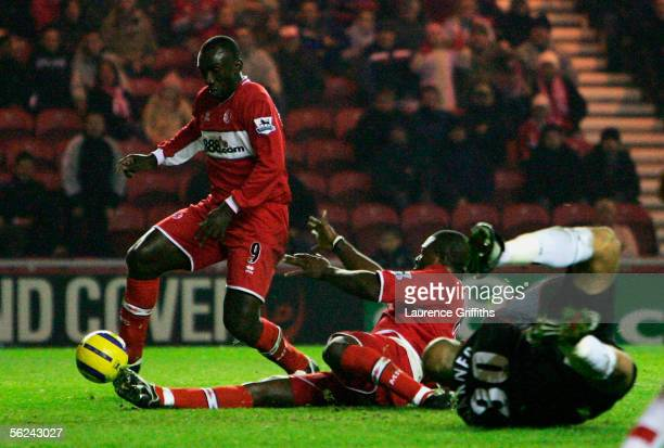 Jimmy Floyd Hasselbaink of Middlesbrough beats Yakubu to the ball to score the second goal in front of a diving Tony Warner of Fulham during the...