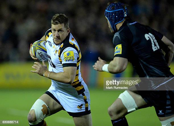 Jimmy Gopperth of Wasps is tracked by Will Welch of Newcastle Falcons during he Aviva Premiership match between Newcastle Falcons and Wasps at...