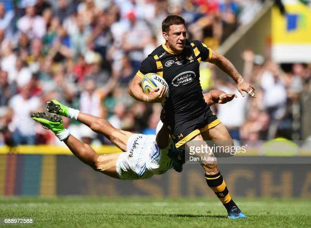 Jimmy Gopperth of Wasps scores his sides first try as Olly Woodburn of Exeter Chiefs attempts to tackle during the Aviva Premiership Final between...