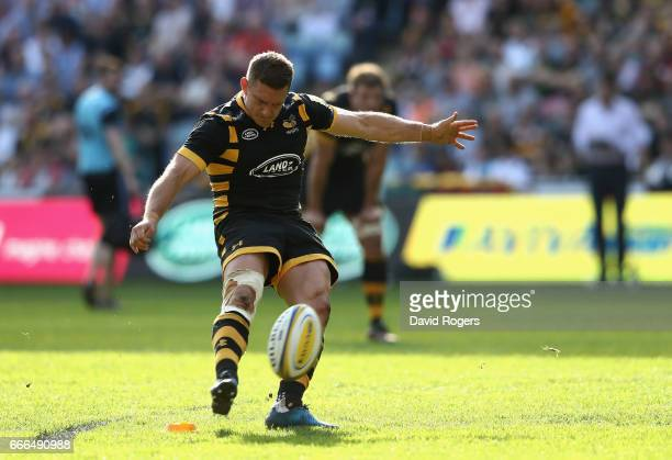 Jimmy Gopperth of Wasps successfully converts a Matt Mullan try to win the match with the final kick during the Aviva Premiership match between Wasps...